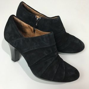 Clark's Artisan | Black suede heeled booties Sz 8M